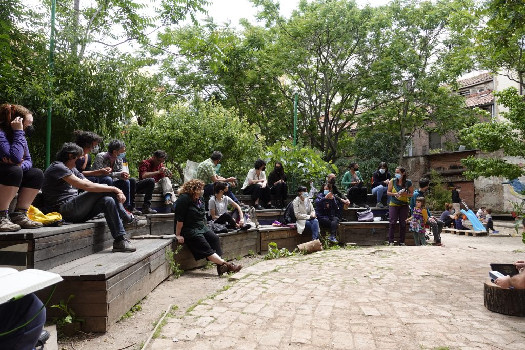 Community garden assembly ¡Esta es Una Plaza!