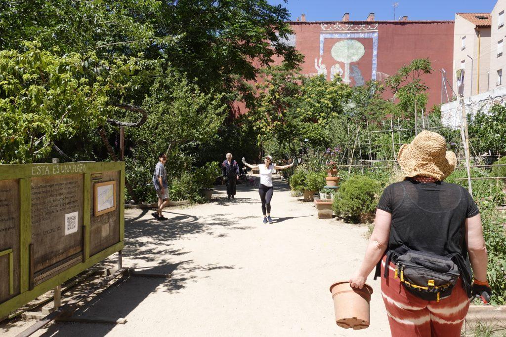 ¡Esta es Una Plaza! Community garden